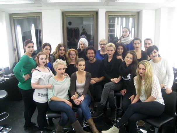 Der bekannte Visagist Boris Entrup an der Famous Face Academy