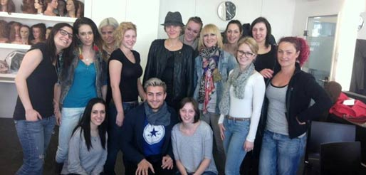 Sina Velke stellt an Visagistenschule Eindrücke der Pariser Fashion Week vor